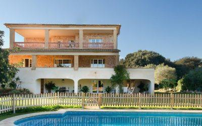 Bei Cala Bona, nur gerade 300 Meter vom Meer entfernt befindet sich die herrschaftliche Finca Vinagrella für bis zu 12 Personen